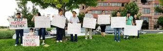 Durante una manifestación frente a ICE en Centennial en apoyo a Martín Álvarez. (Fotos: Cortesía para La Prensa de Colorado).
