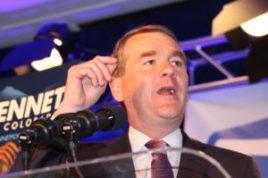 Michael Bennet, sigue con el cargo de senador federal.