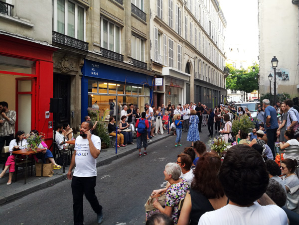 fashion, la mode défile dans la rue