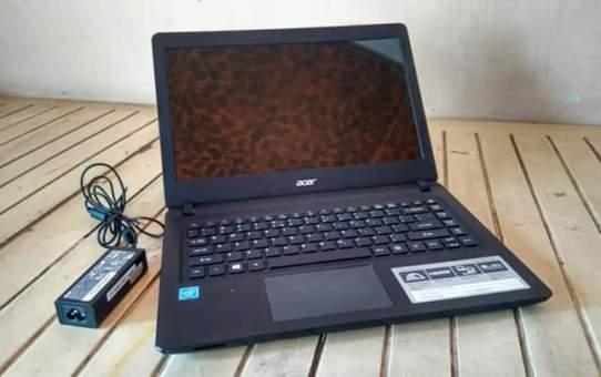 Laptop Bekas Acer ES1-432