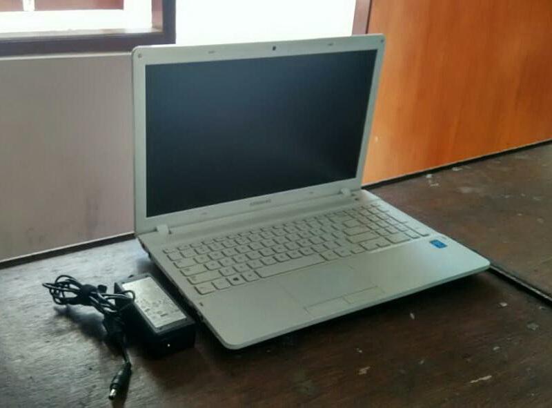 laptop bekas samsung np2705g