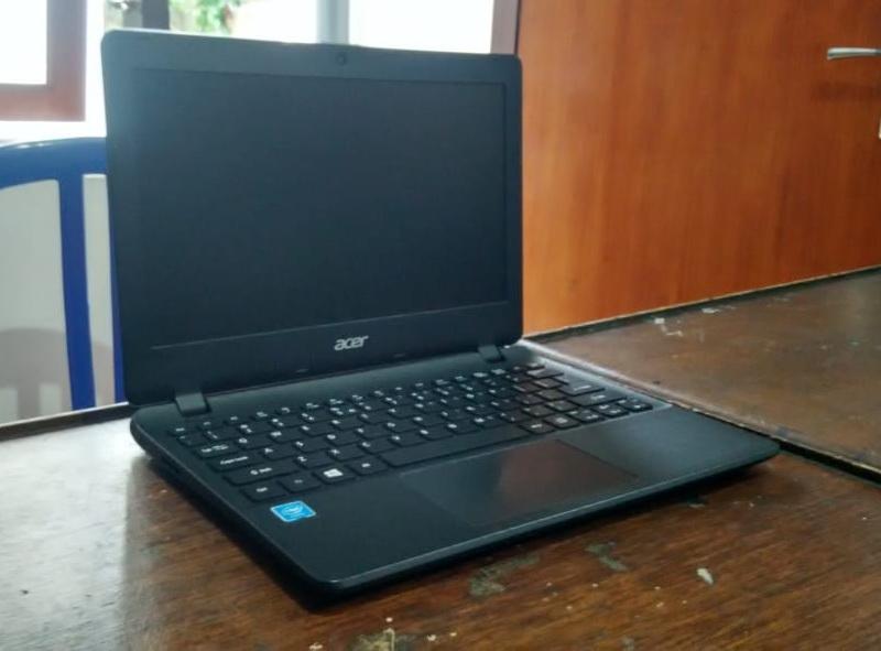 laptop bekas acer es1-131-c3ye