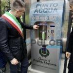 Acqua minerale al parco per ridurre il consumo di plastica