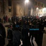 """Mob affollato per riavere la piazza chiusa. """"Pensiamo a tutto il centro storico"""""""