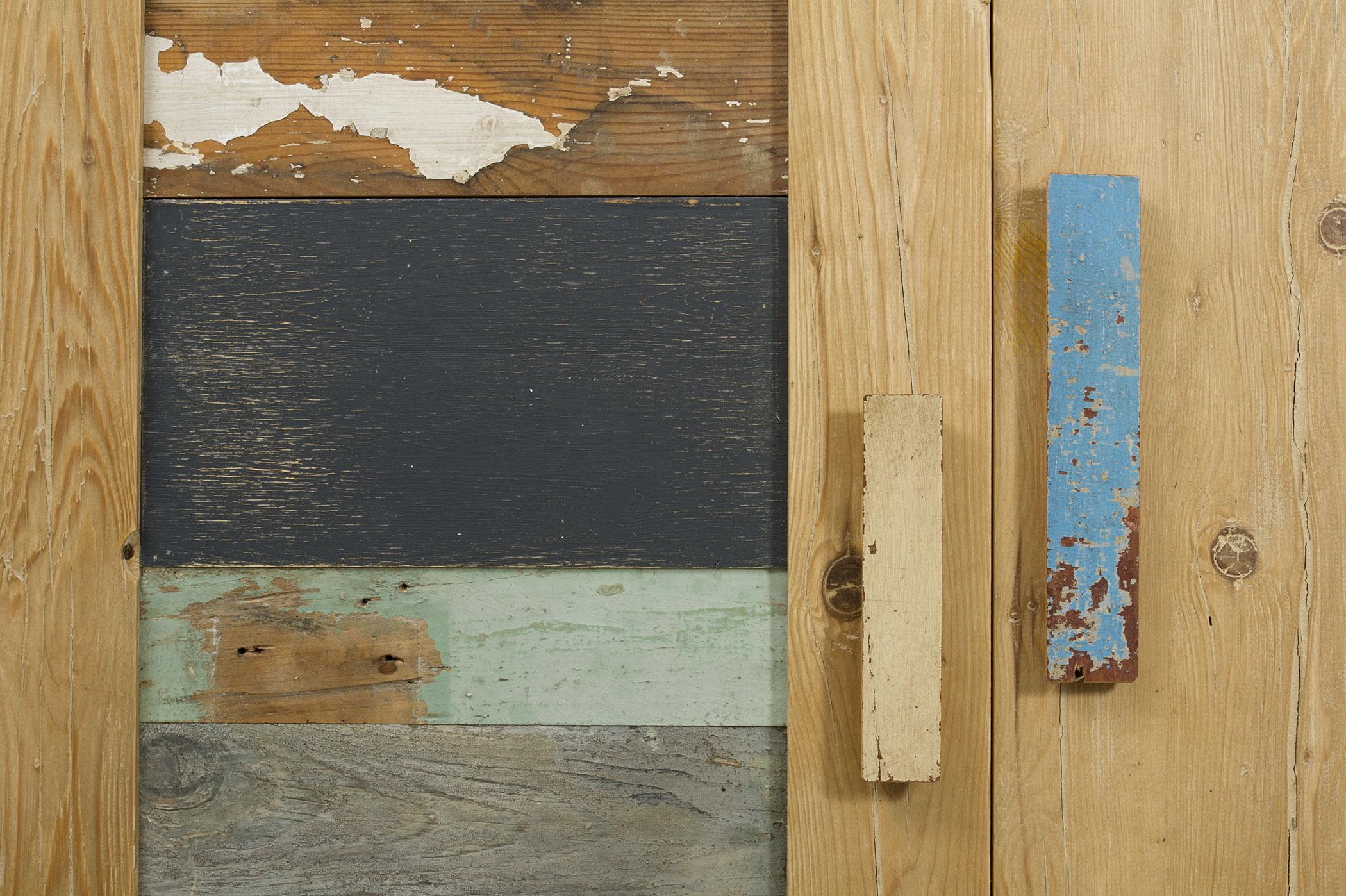 Ante in legno di recupero azzurro e naturale
