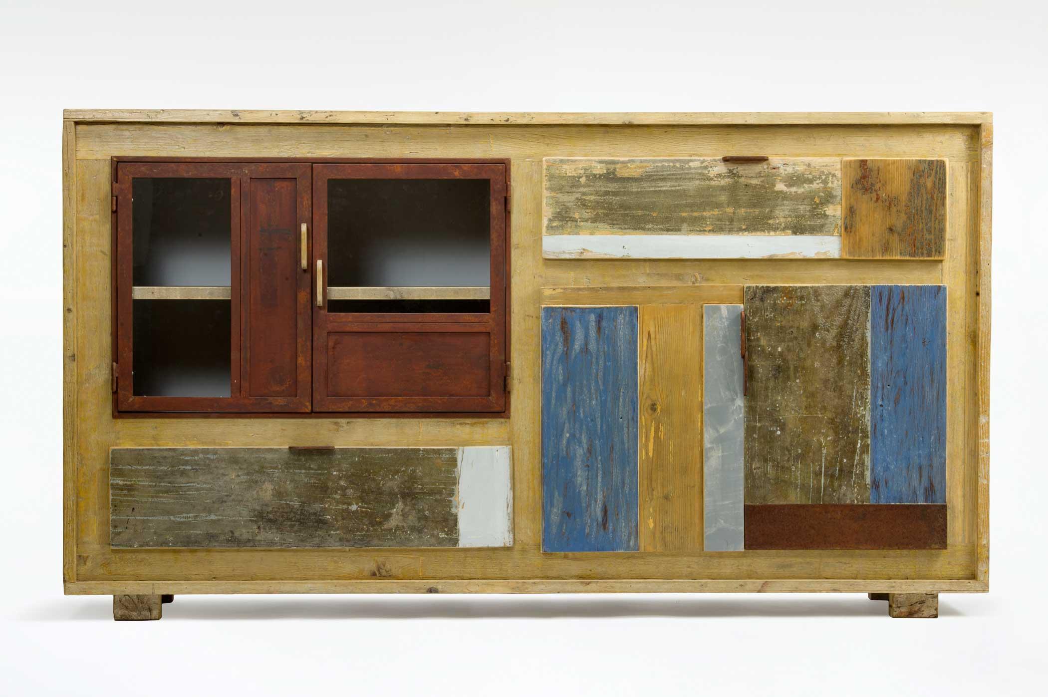 Credenza in legno da cantiere, legno recuperato da alcune porte antiche e vecchio ferro ossidato