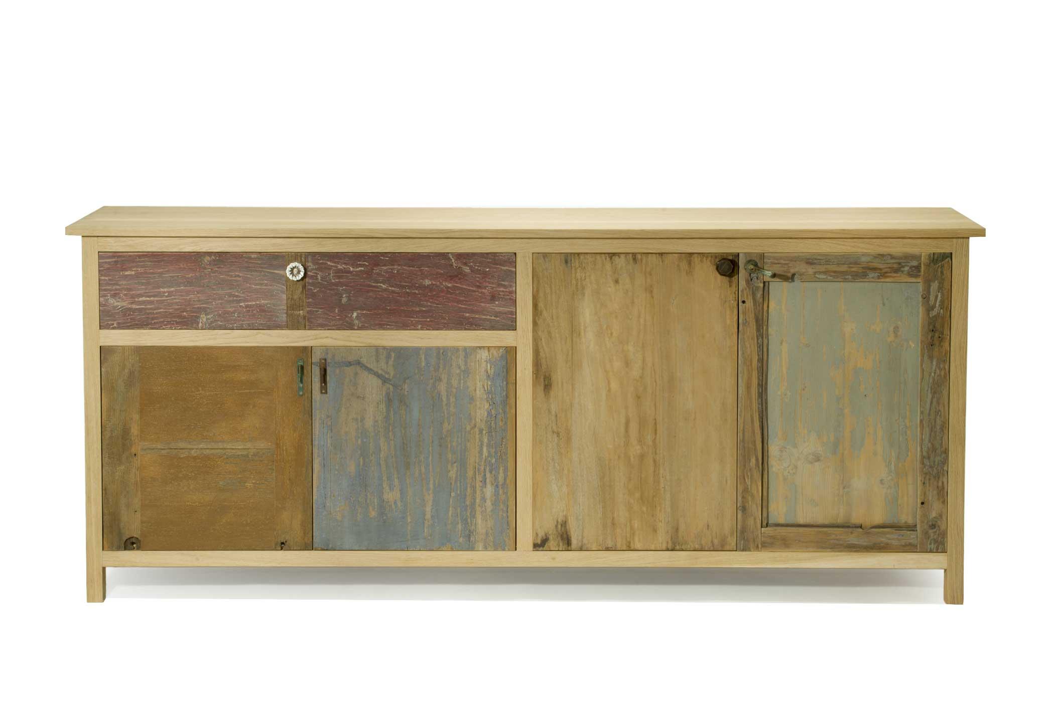 Credenza artigianale in legno naturale e cassetti e sportelli in legno di recupero rigenerato