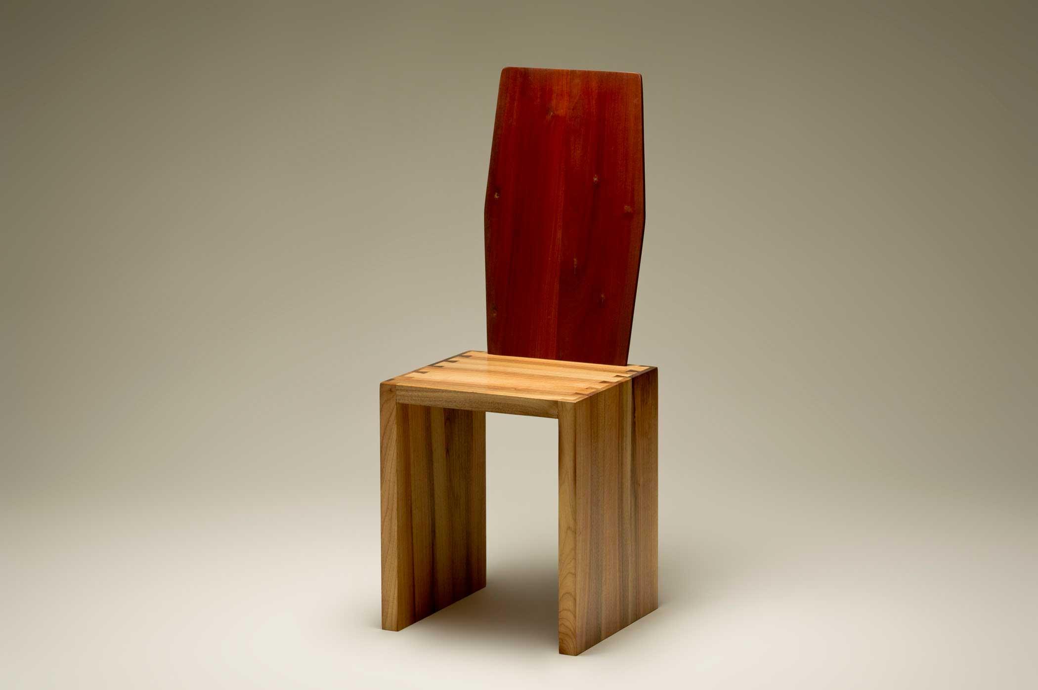 Sedia artigianale di design in legno massello