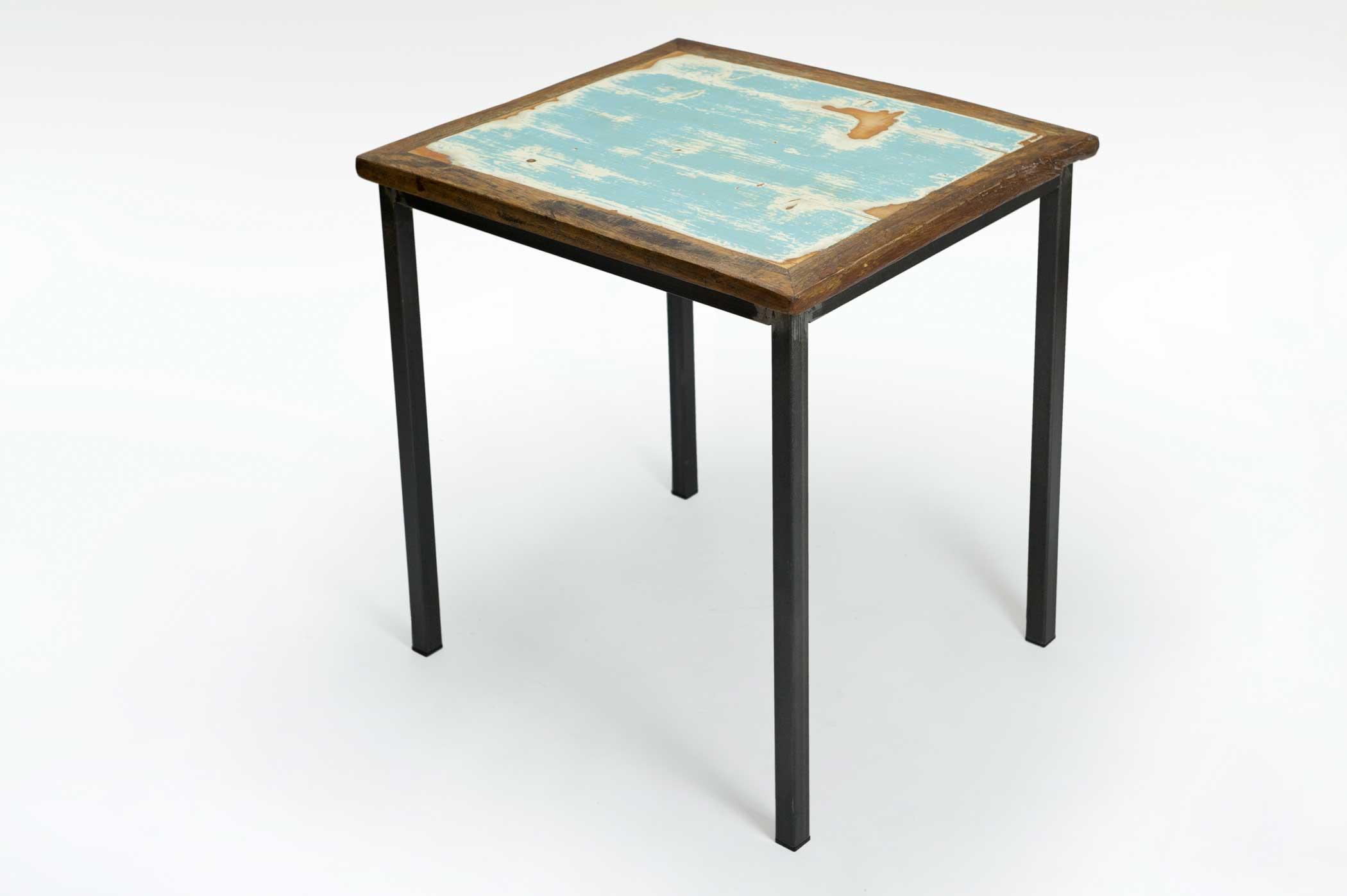 Tavolo quadrato in legno e ferro