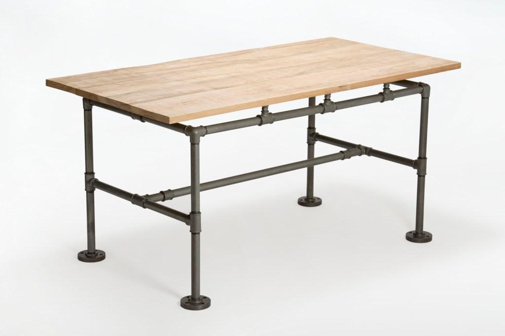 Tavolo con tavole di frassino massello non piallate color naturale