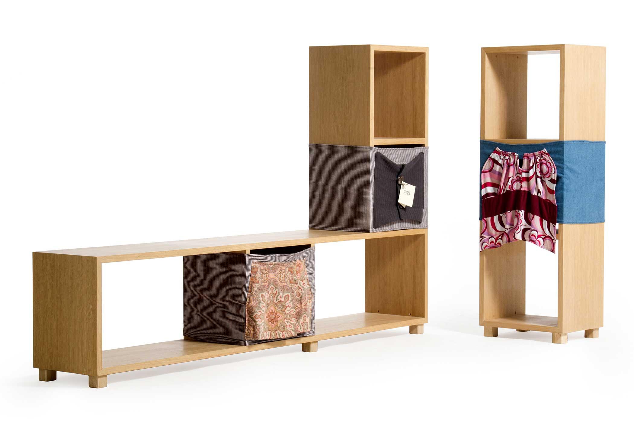 Moduli per libreria con stoffa e legno massello