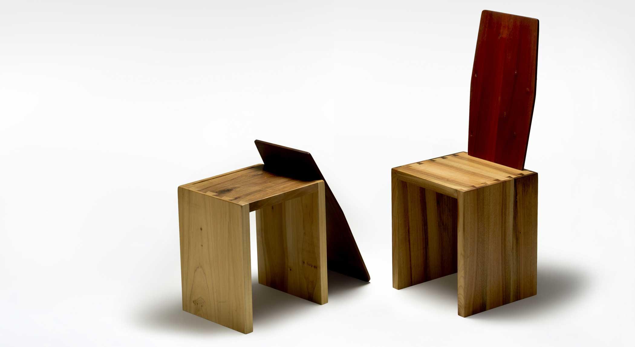 Sedia in legno massello con schienale movibile