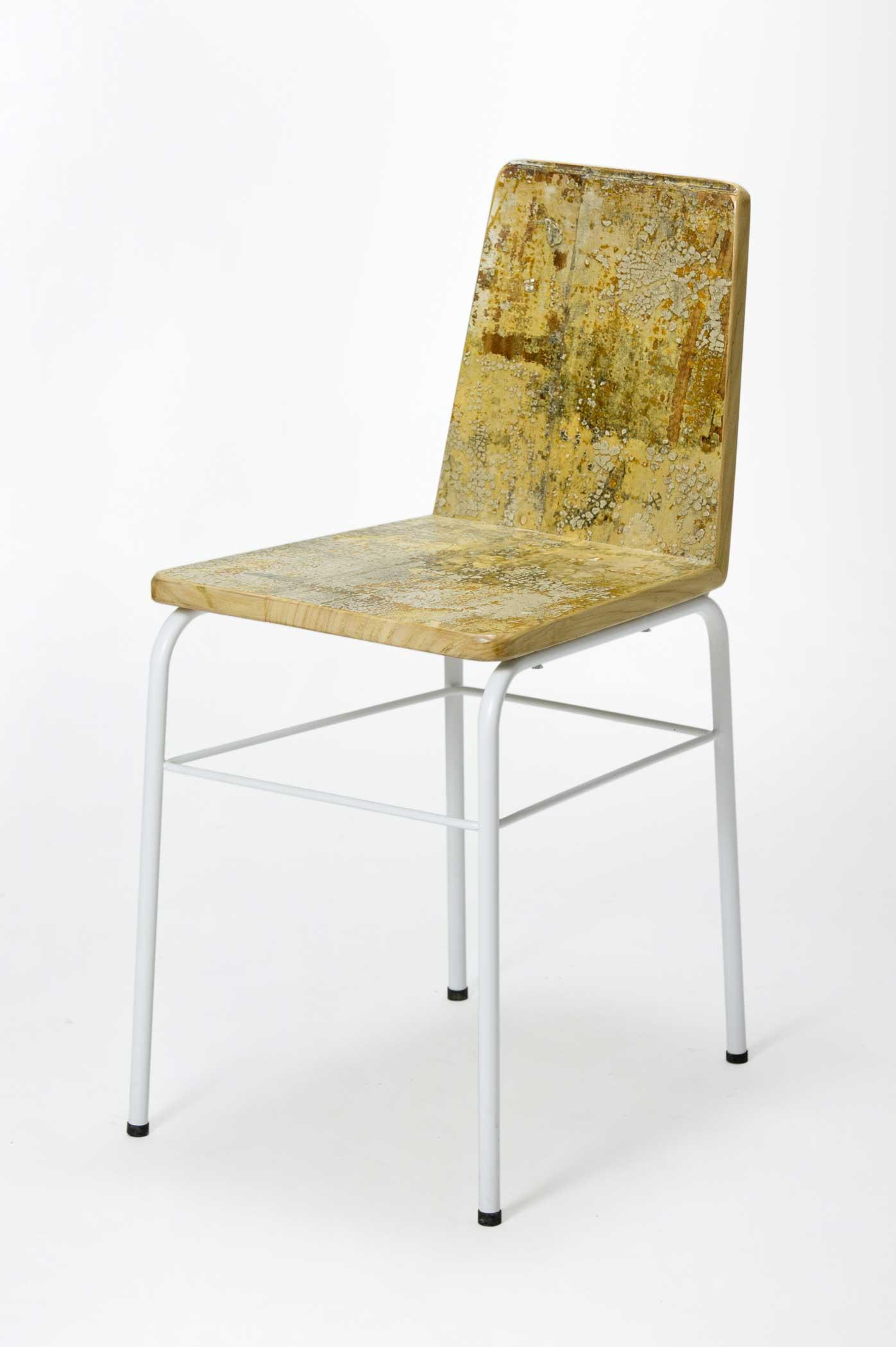 Sedia design vintage in legno e resina oro
