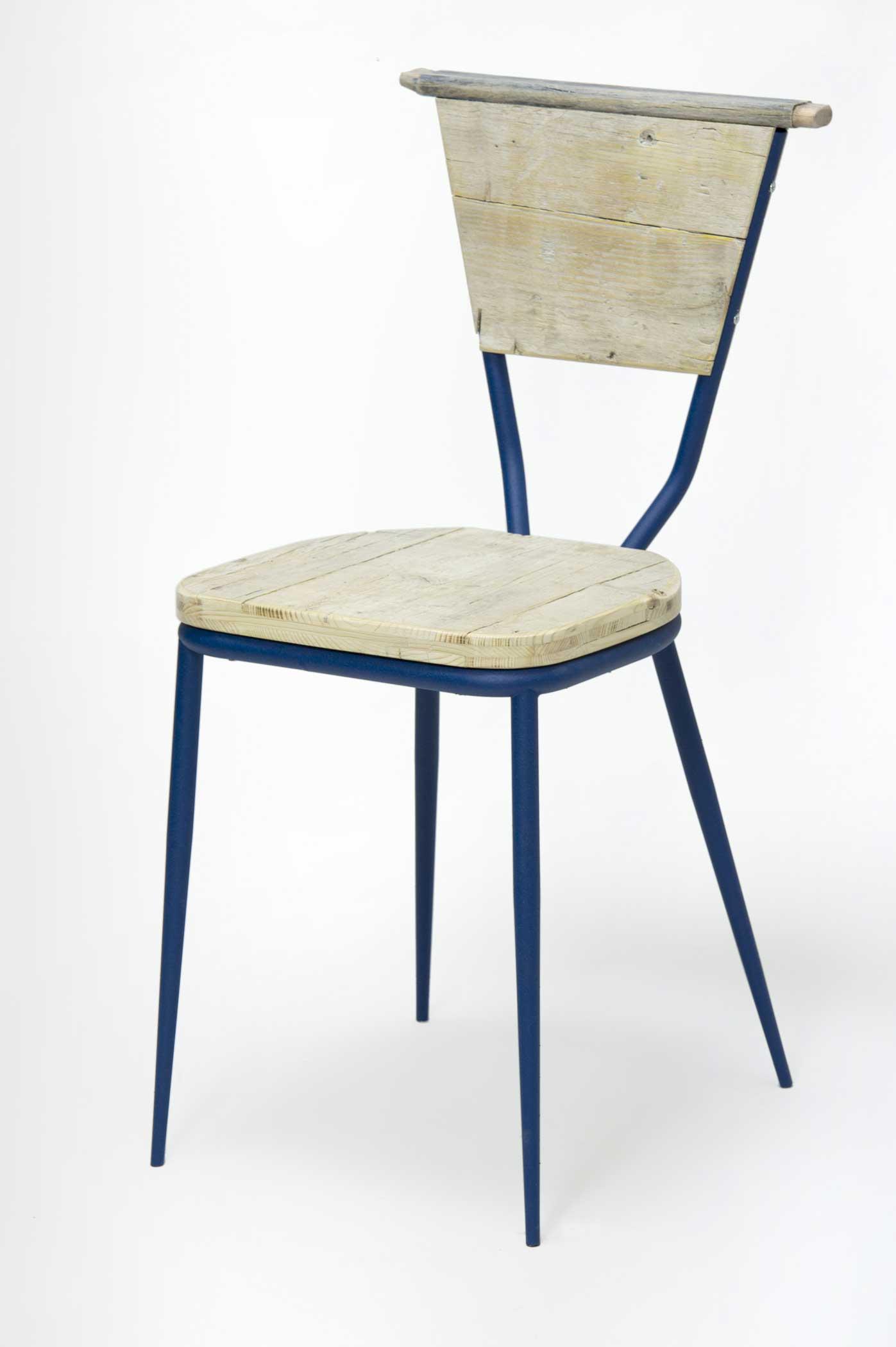 Sedia legno rigenerato gambe blu