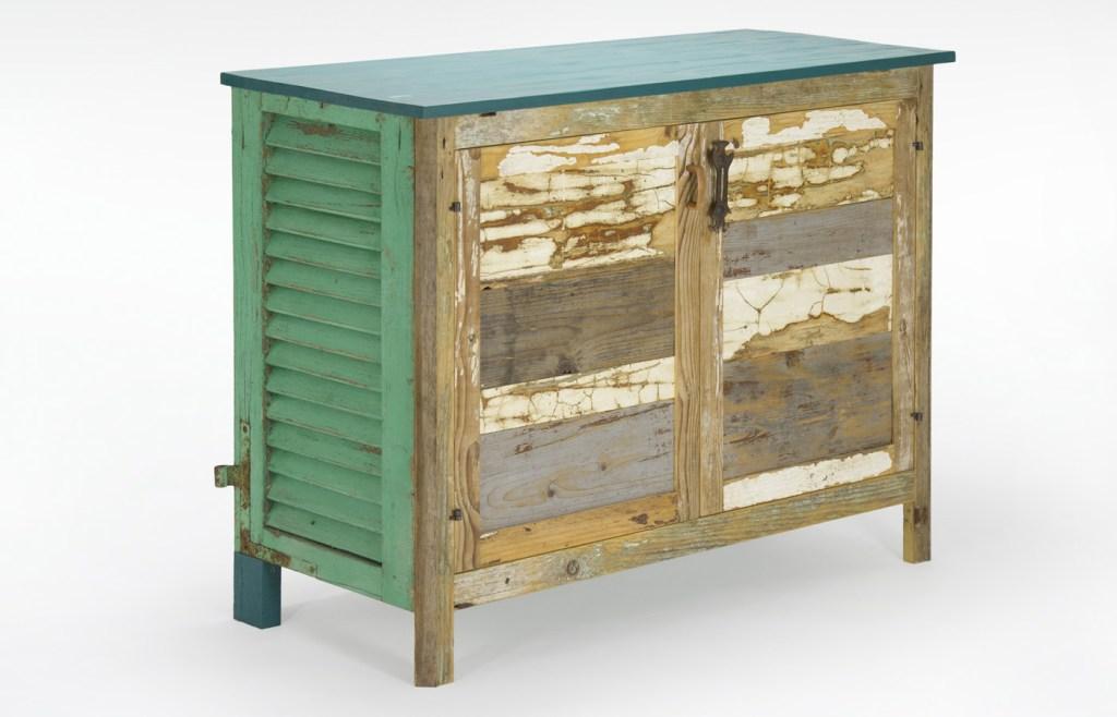 Credenza con legno vintage e vecchia persiana verde
