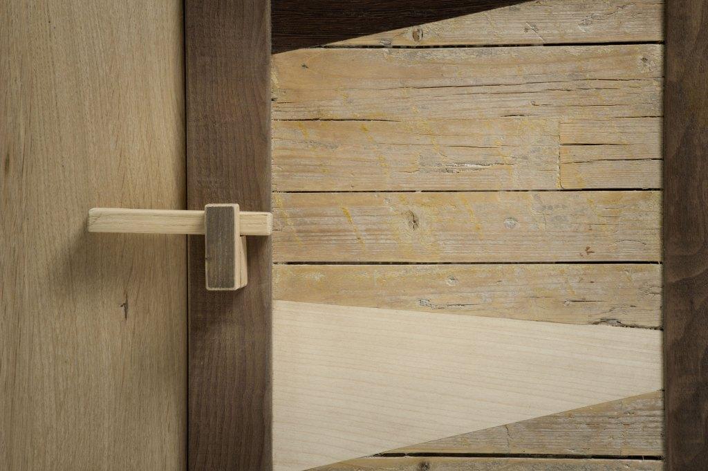sportello legno antico e chiusura vintage