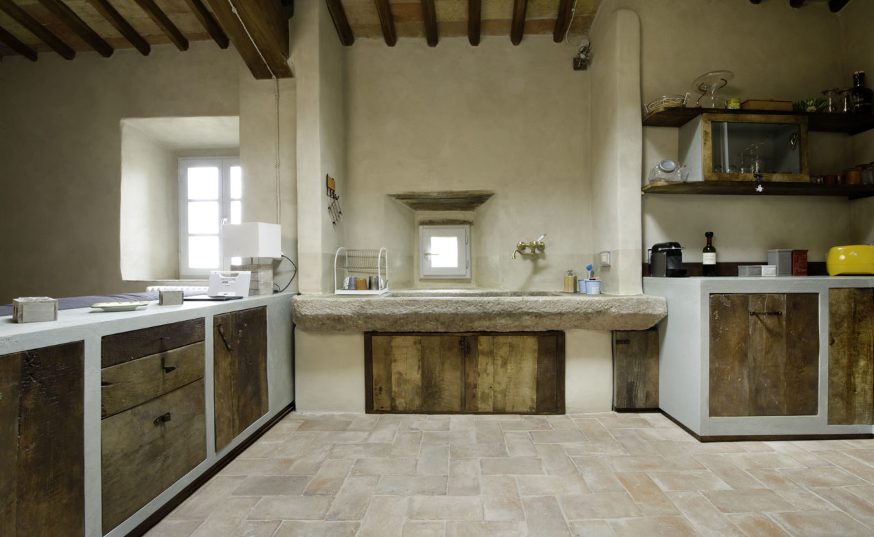 Antico lavandino in pietra e legno di recupero