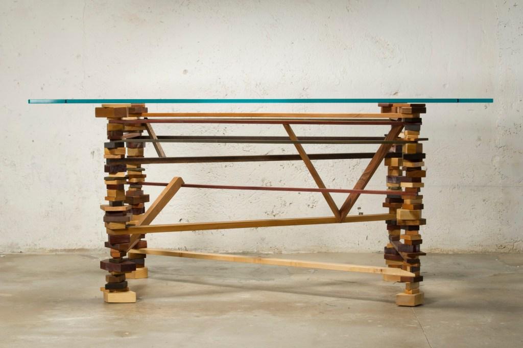 Piano in vetro per tavolo con struttura in legno irregolare