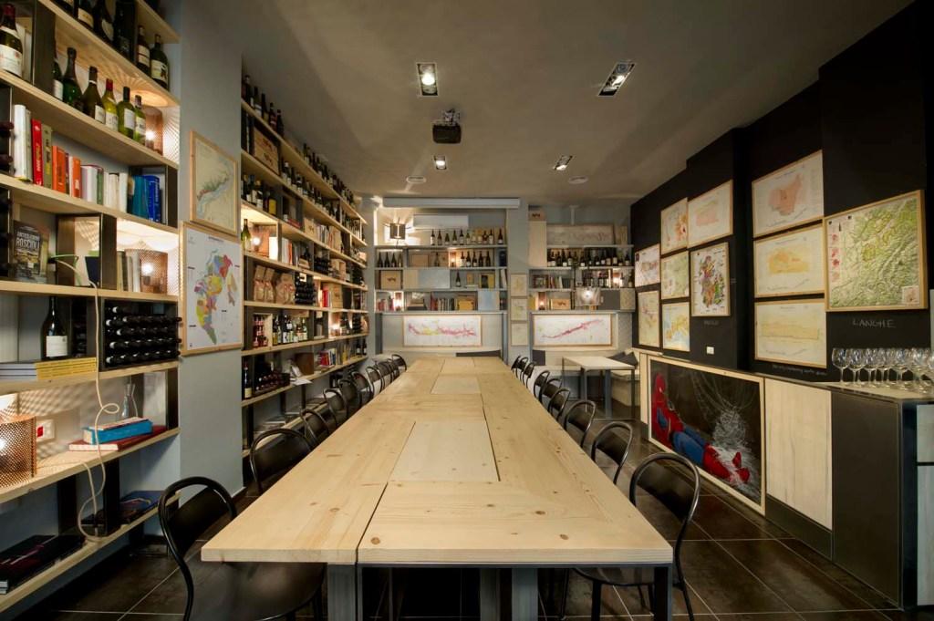 Decorazione di interni per locali pubblici, ristoranti, bar ed enoteche. Legno massello, legno di recupero, ferro e metalli