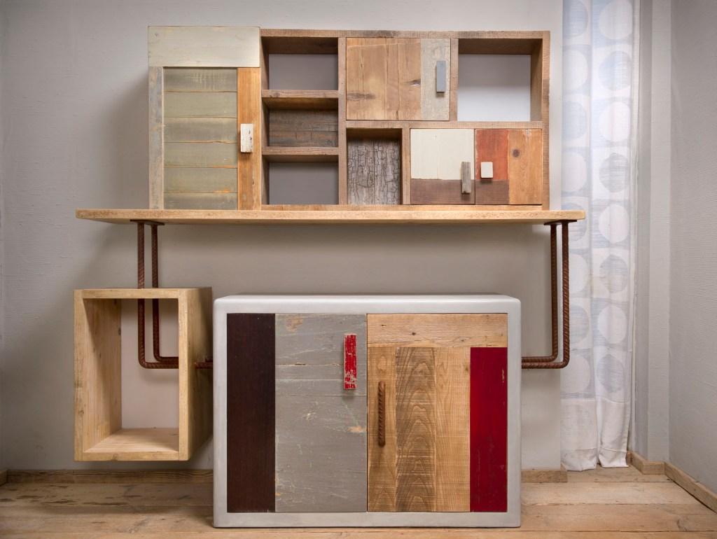 Parete attrezzata per studio in legno e ferro. Legno riciclato vintage ristrutturato. Progetto su misura artigianale