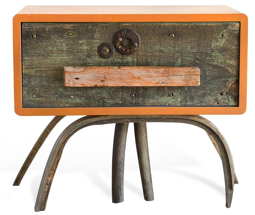 mobile contemporaneo legno vintage antico e laccatura arancione