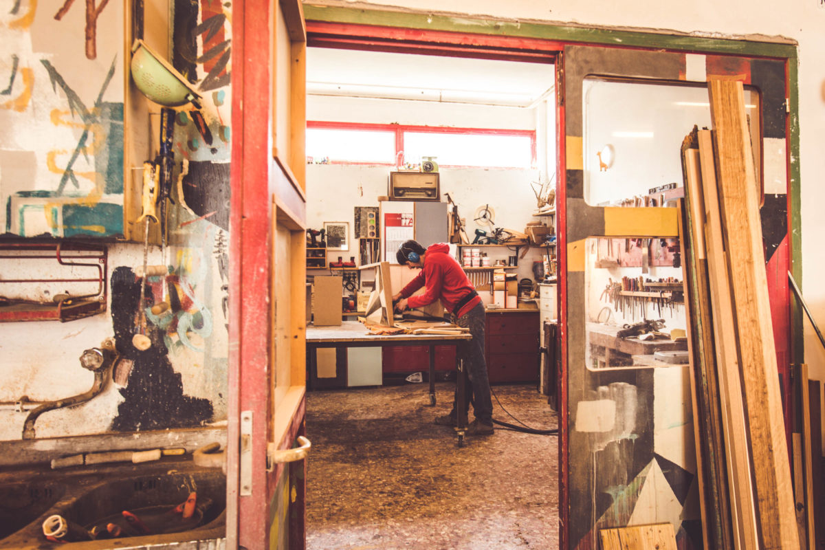 Laboratorio di design artigianale, falegnameria su misura Roma Milano Umbria