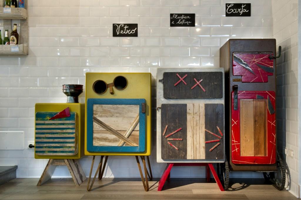 Mobile per la raccolta differenziata di design contemporaneo artigianale. Milano e Roma legno