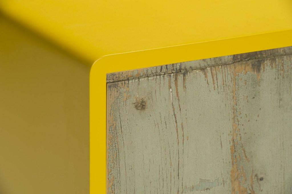 Frontale cassetto in legno antico vintage e struttura giallo