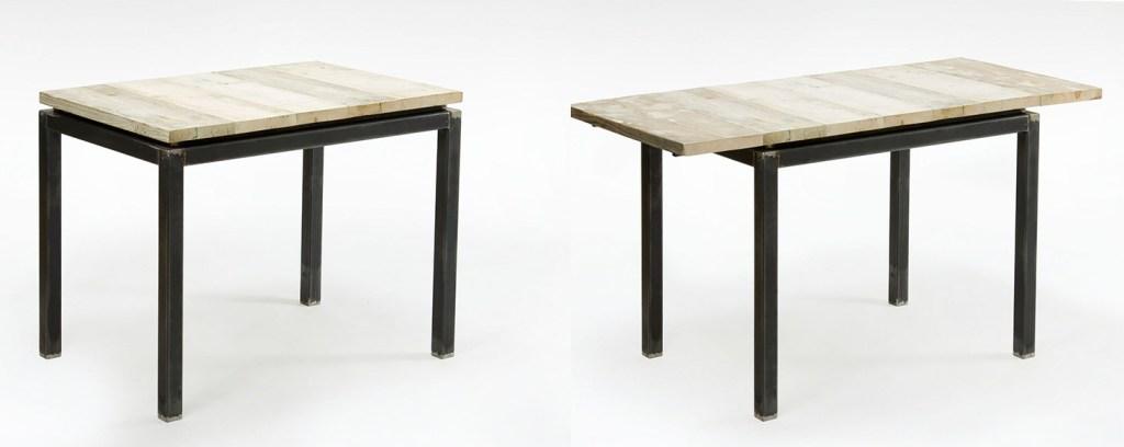 Tavolo allungabile struttura ferro scuro e piano assi di legno da cantiere chiaro