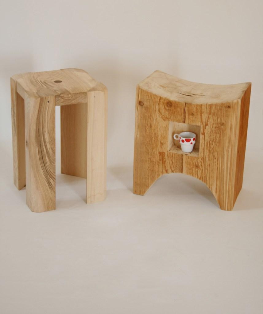 sgabelli comodini in legno grezzo chiaro