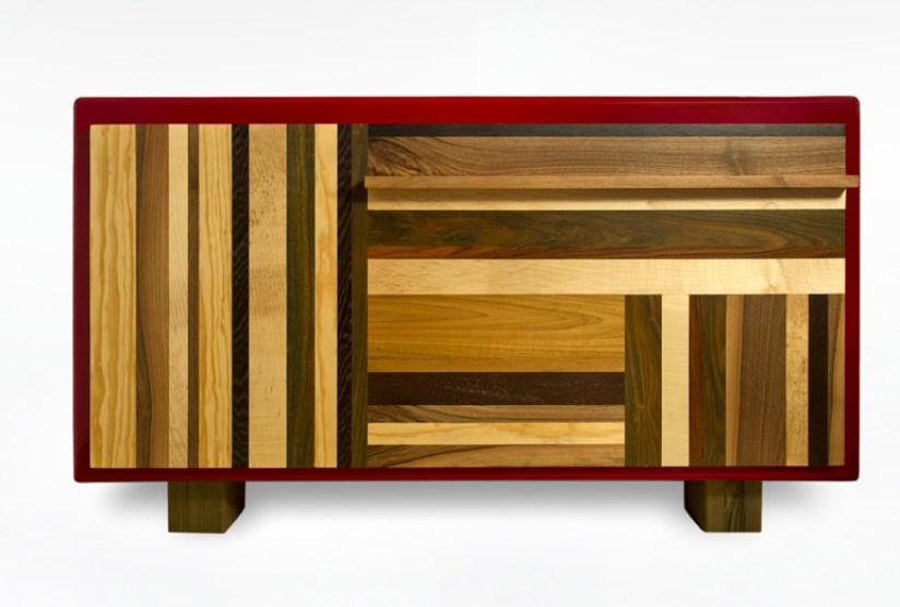cassettiera laccata rossa e varie essenze legno massello contemporaneo