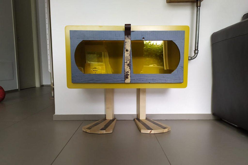 mobili coprifili in legno colorato moderno