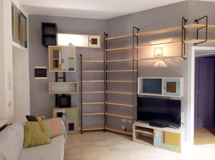 libreria in ferro e legno stile industriale