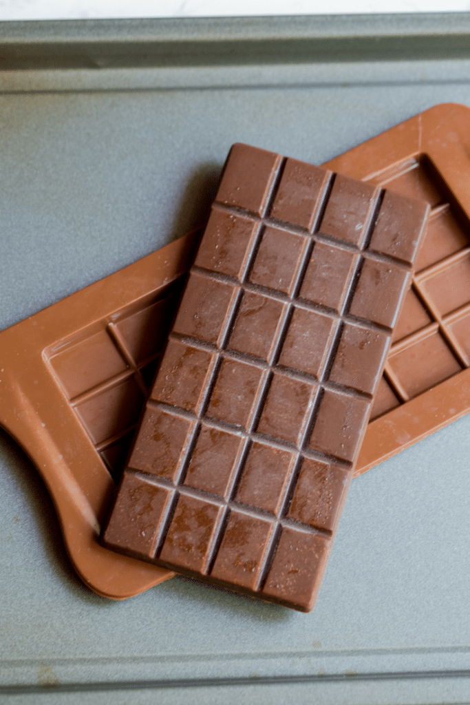 The Best Keto Chocolate Bar Recipe! This is a great alternative to buying store bought low carb chocolate carbs. Only 4 net carbs per serving!