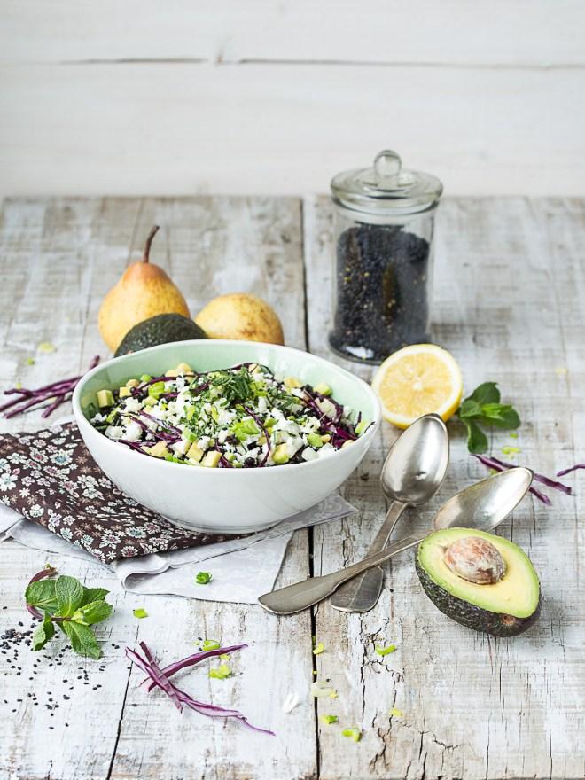 salade de lentilles beluga, feta, avocat, poires et menthe