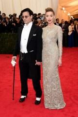 Johnny Depp e Amber Heard, em Ralph Lauren e Giambattista Valli