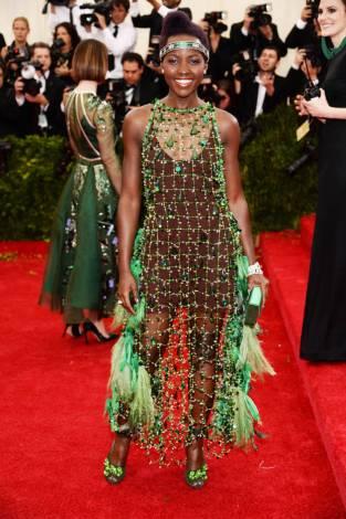 Lupita Nyong'O em Prada (porquê Lupita? porquê Miuccia?)