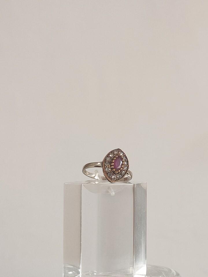 anillo-isabelino-rojo-rombo-pequeño-2-HEMETRIA