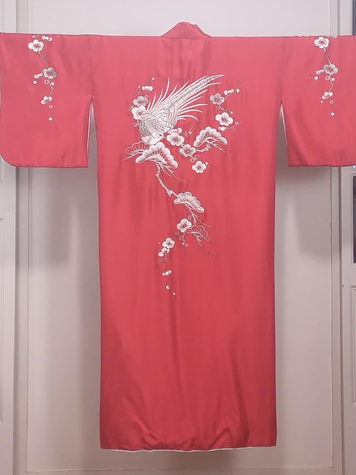 kimono-rojo-antiguo-bodado