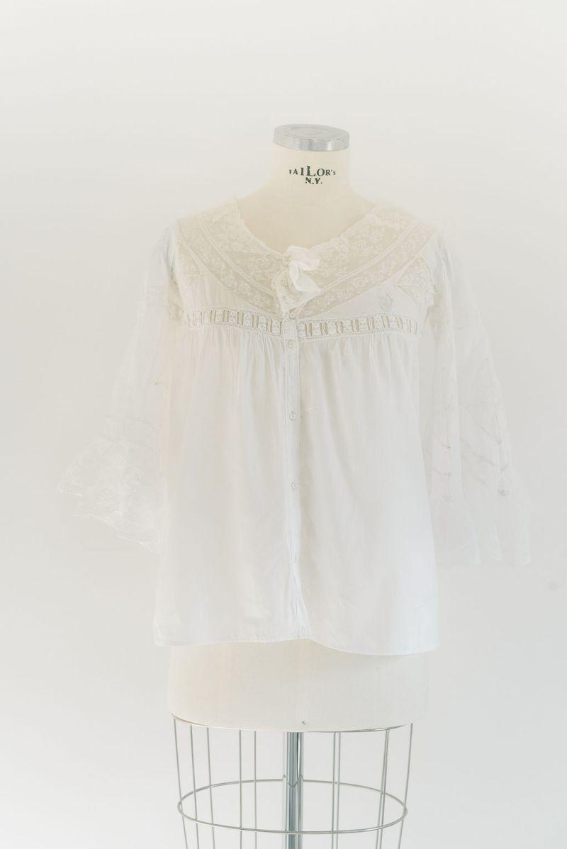 blusa-encaje-antigua-espalda