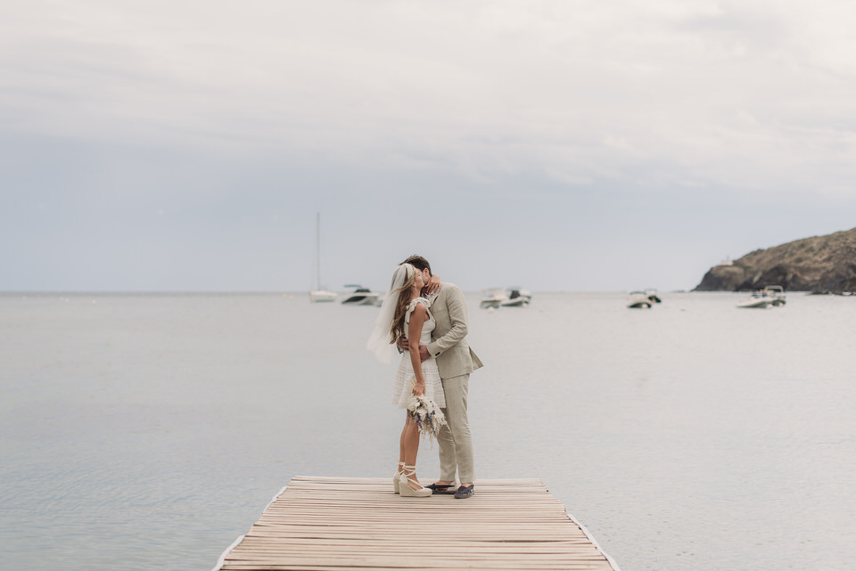 couple-boyfriends-simple-beach