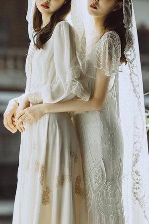 brides-two-girls