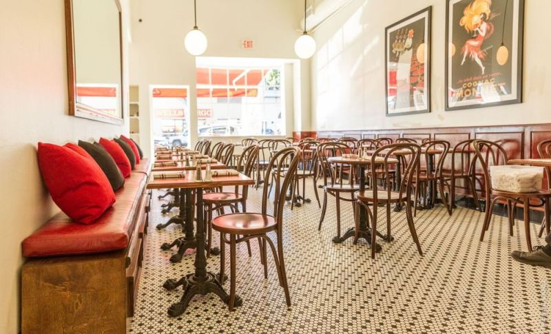 Cafe Parisien on Larchmont