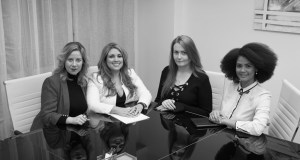 Foto grupal socias Larea & Co. blanco y negro