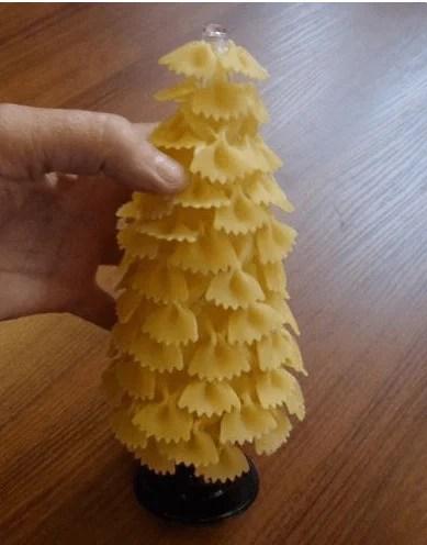 Макароннан ағаш: Жаңа жылға арналған қолөнер