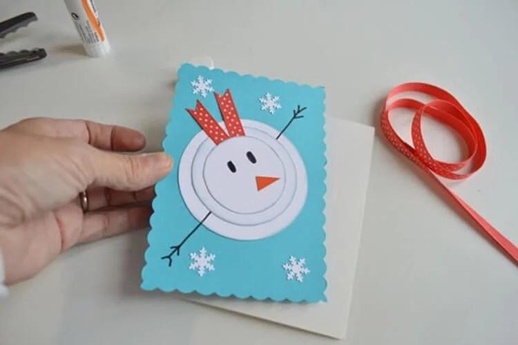 کارت پستال برای سال جدید با دستان خود: صنایع دستی ساده و اصلی در مهد کودک و مدرسه Novogodnyaya otkrytka Svoimi Rukami 7
