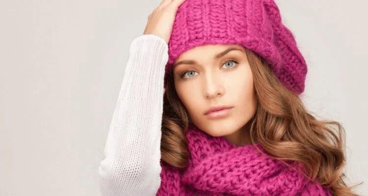 Femeia ia acele de tricotat: cum să legați o direcție la modă Kak Svyazat Spicami Beret 1