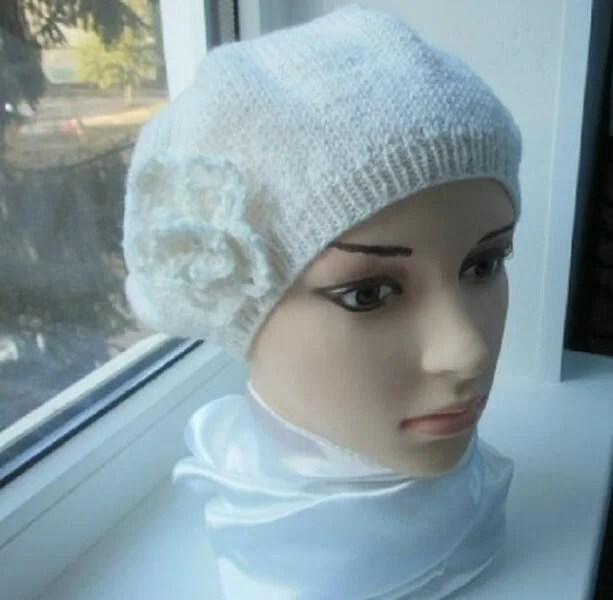 Femeia ia acele de tricotat: cum să legați o căptușeală la modă Kak Svyazat Spicami Beret 28