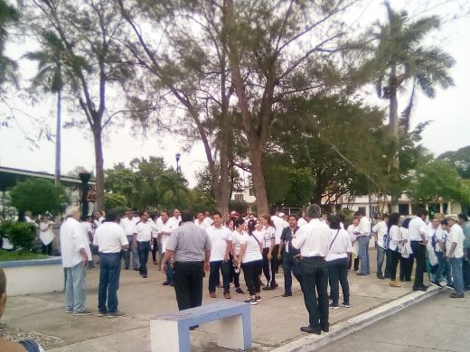 Marchan profesores del TEC Madero