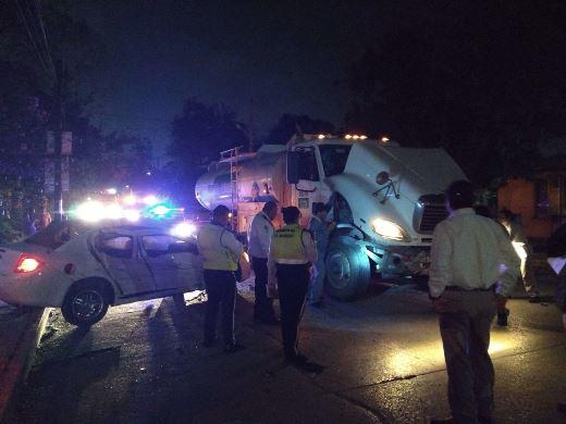 Tres lesionados en choque entre camión de Pemex y compacto en Madero